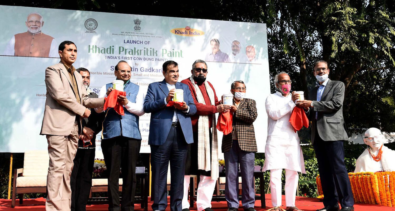KVIC develops first Cow Dung Paint – Khadi Prakritik Paint